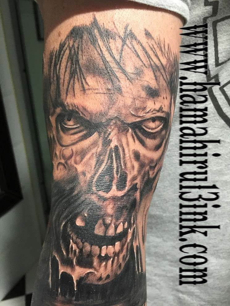 Tatuaje calavera Hamahiru 13 Ink Tattoo & Piercing