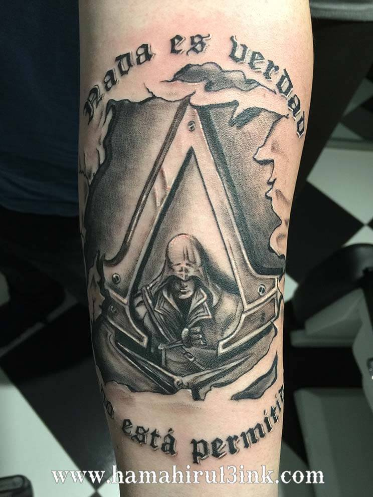 Tatuaje assassins creed Hamahiru 13 Ink Tattoo & Piercing
