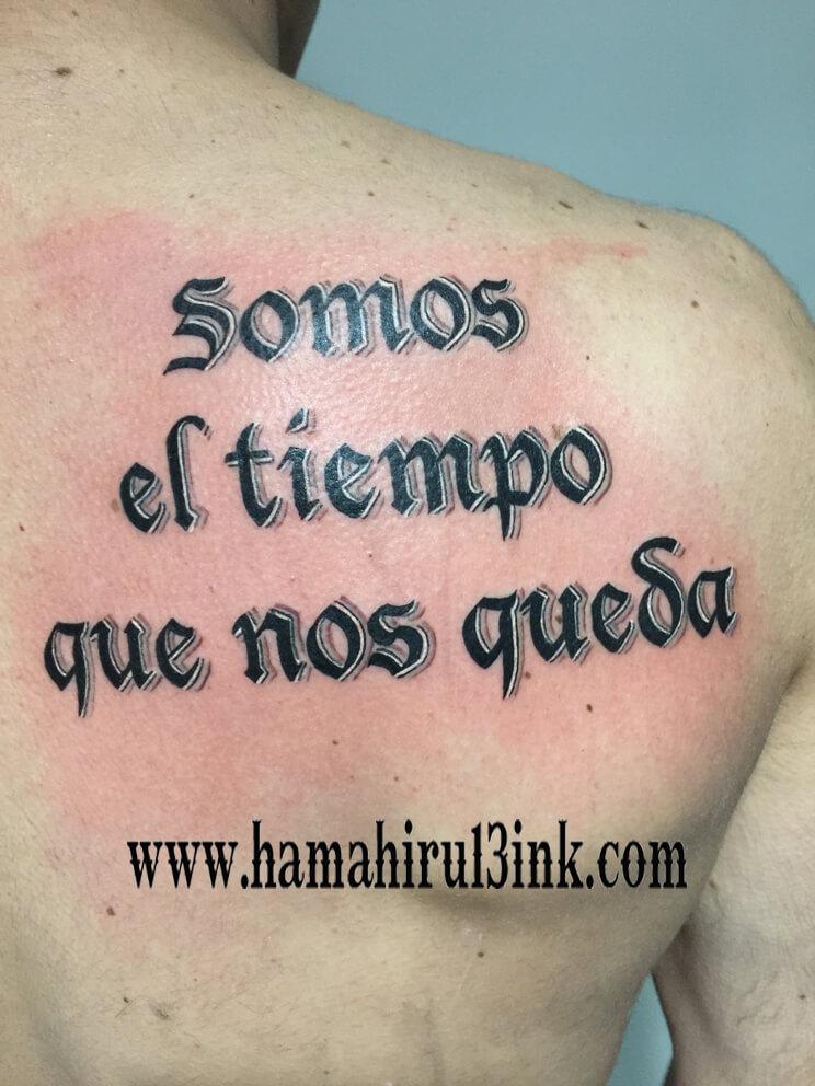 Tatuaje lettering Hamahiru 13 Ink Tattoo & Piercing