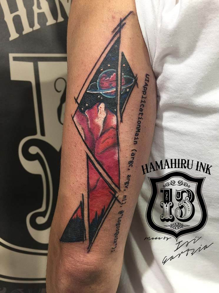 Tatuaje planeta Hamahiru 13 Ink Tattoo & Piercing