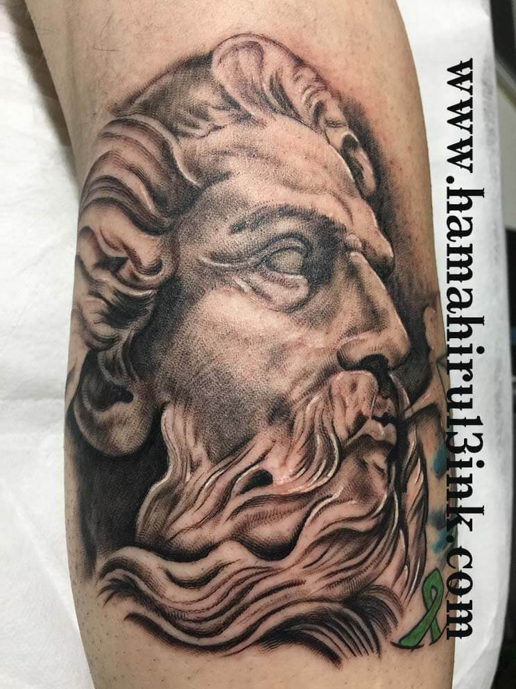 Tatuaje realista Hamahiru 13 Ink Tattoo & Piercing