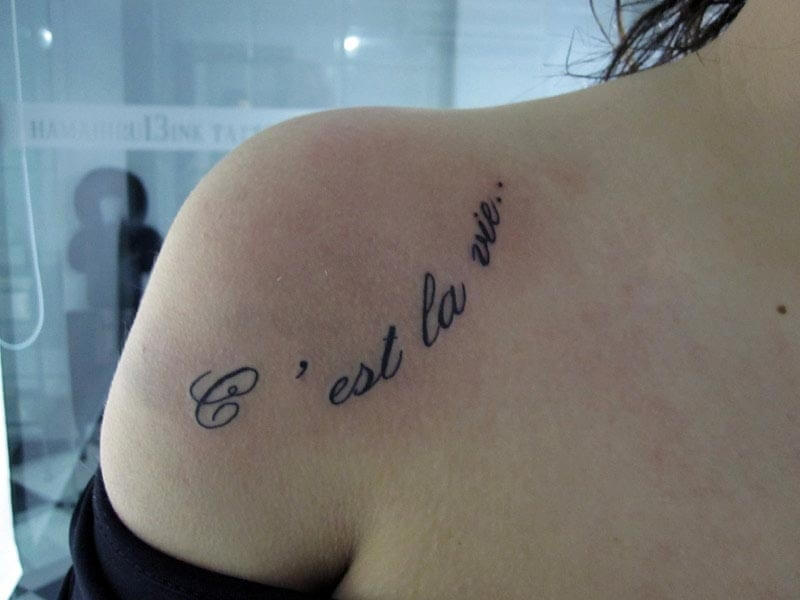 Tattoo Frase Hombro Hamahiru 13 Ink Tattoo & Piercing