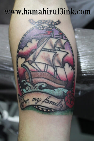 Tatuaje Barco Old School Hamahiru 13 Ink Tattoo & Piercing