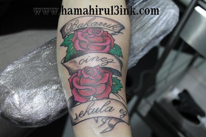 Tatuaje Rosas en el brazo Hamahiru 13 Ink Tattoo & Piercing