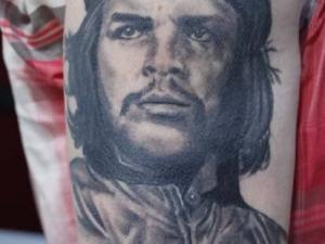 Tatuaje Che Guevara Hamahiru 13 Ink Tattoo & Piercing.jpg