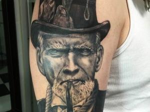 Tatuaje Clint Eastwood Hamahiru 13 Ink Tattoo & Piercing