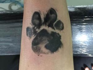 Tatuaje Huella Hamahiru 13 Ink Tattoo & Piercing