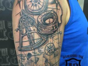 Tatuaje en el brazo Hamahiru 13 Ink Tattoo & Piercing