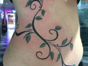 Tatuaje enredadera Hamahiru 13 Ink Tattoo & Piercing.jpg