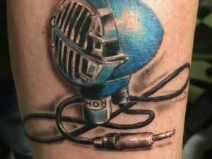 Tatuaje-micrófono-Hamahiru-13-Ink-Tattoo-Piercing