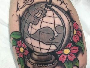 Tatuaje old school Hamahiru 13 Ink Tattoo & Piercing