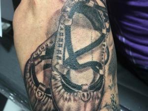 Tatuaje abarcas Hamahiru 13 Ink Tattoo & Piercing
