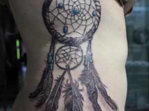Tatuaje atrapasueños Hamahiru 13 Ink Tattoo & Piercing