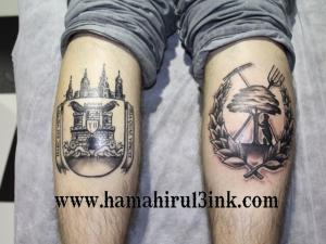 Tatuaje de escudos en los gemelos Hamahiru 13 Ink Tattoo & Piercing