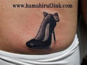 Tatuaje zapato de tacón Hamahiru 13 Ink Tattoo & Piercing