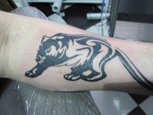 Tatuaje sobre cicatriz ya terminado.