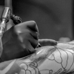Tatuajes del Covid-19. Tatuajes de coronavirus. Hamahiru13ink