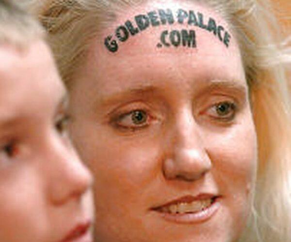 ¿Te harías un tatuaje publicitario en tu frente?